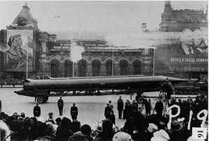 JFK_300px-Soviet-R-12-nuclear-ballistic_missile